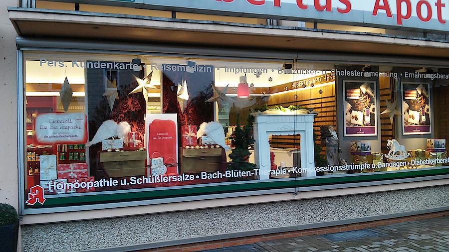 Die besten weihnachtsschaufenster apotheke adhoc - Weihnachtliche schaufenstergestaltung ...
