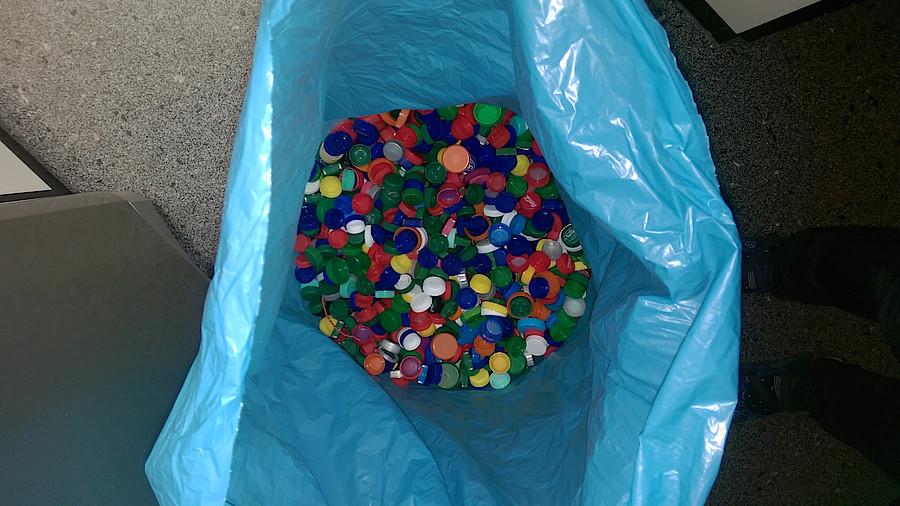 Pta sammelt plastik gegen polio apotheke adhoc for Deckel impfdosis