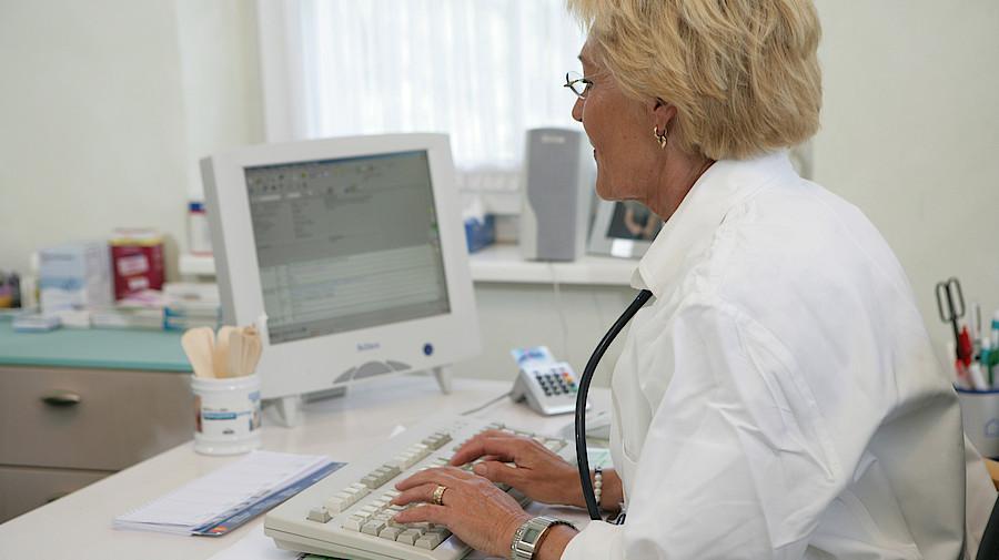 Unternehmen: Kontroverse Debatte zu Online-Behandlung auf Deutschem Ärztetag