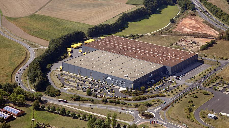 29832bcfa2aa22 Amazon  Eigene Geschäfte in Deutschland