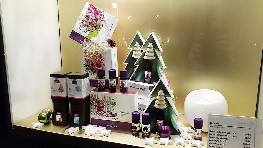 So dekorieren die kollegen apotheke adhoc for Schaufenster weihnachtsdeko