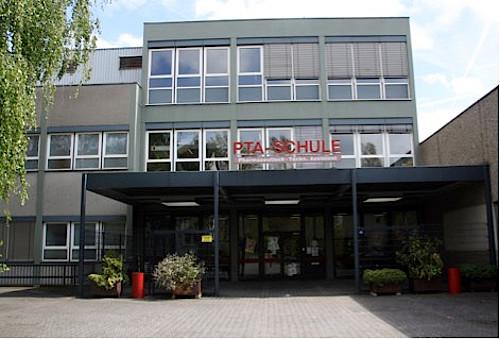 Stipendien f r herausragende pta und pka apotheke adhoc for Mode und bekleidung schule frankfurt
