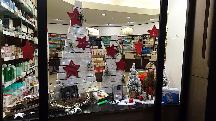 Outlet Weihnachtsdeko.Die Besten Weihnachtsschaufenster Apotheke Adhoc
