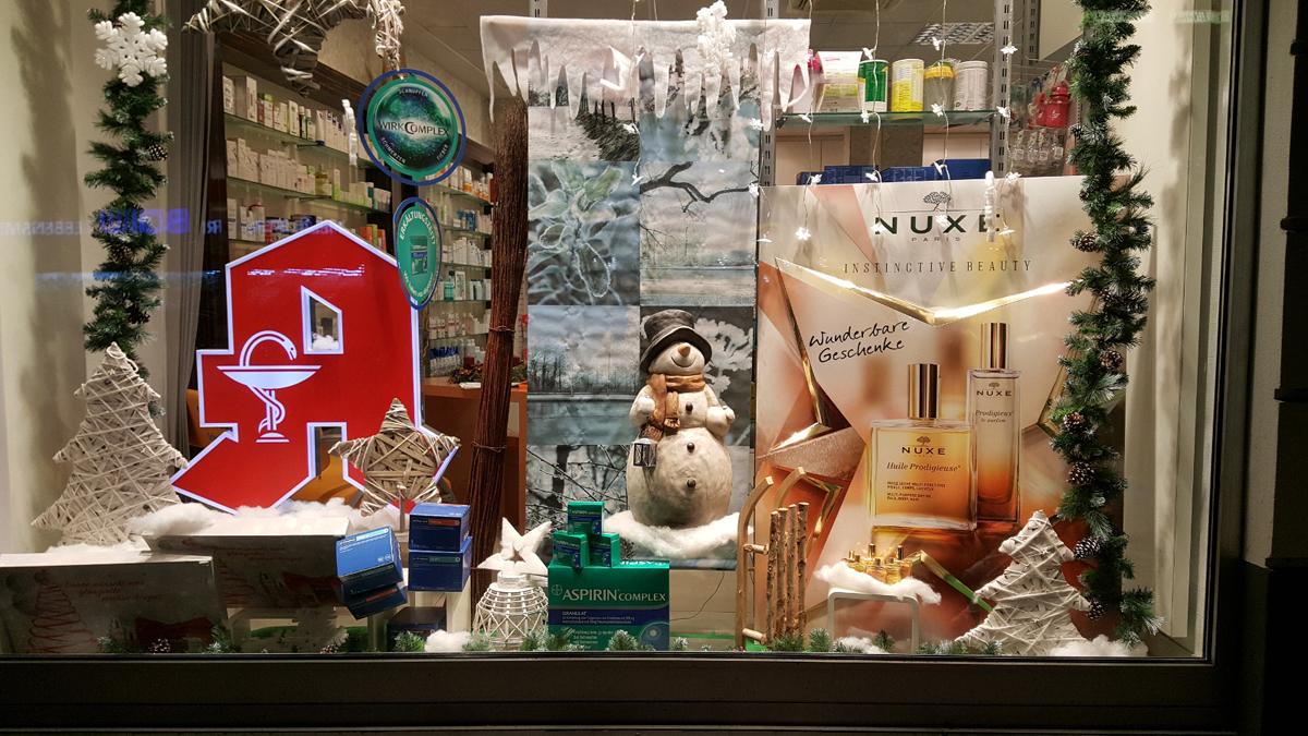 Sch n oder kitschig so dekorieren die kollegen apotheke adhoc - Schaufensterdekoration weihnachten ...