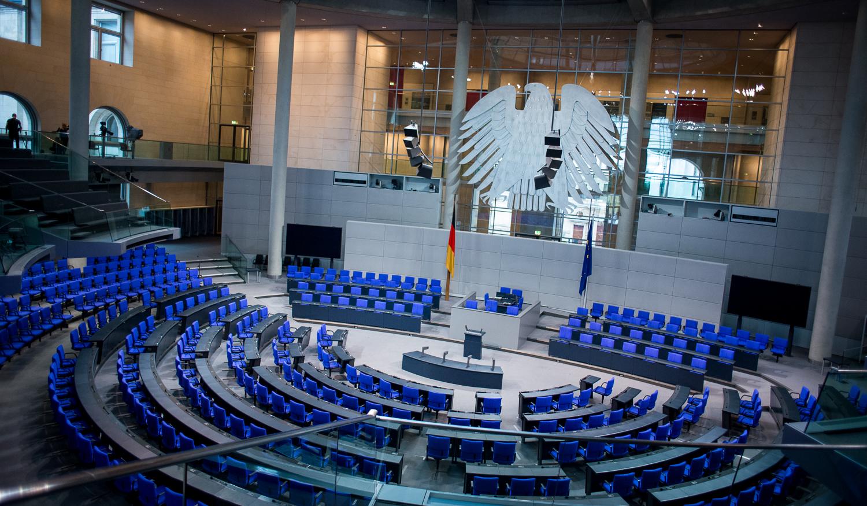 Notbremse-Heftige-Debatte-im-Bundestag