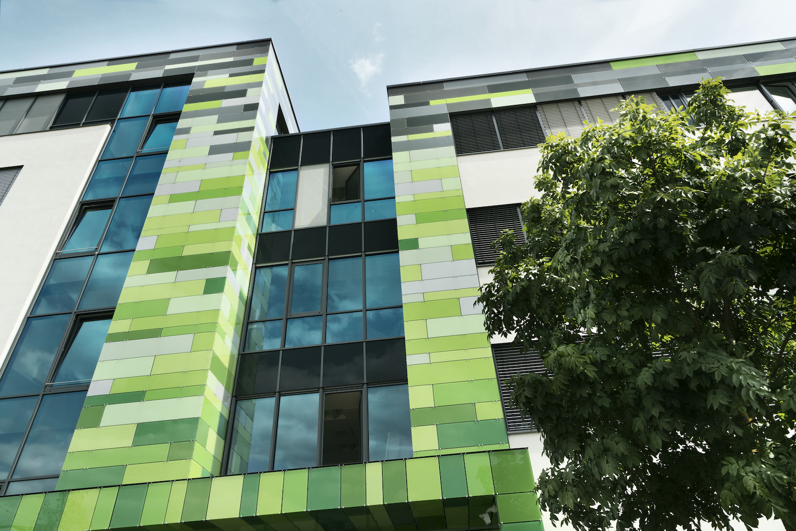 Biontech Will Novartis Werk In Marburg Ubernehmen Apotheke Adhoc